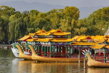 AS07AJE0425 Tourist dragon boats, Kunming Lake, Summer Palace, Beijing, China