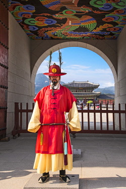 AS18MGL0023 Seoul, South Korea. Member of the Korean Imperial Guard standing outside the Gyeongbokgung Palace