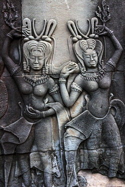 AS40MGL0053 Siem Reap, Cambodia. Stone reliefs depicting a dancing Apsara, a female spirit of the clouds and waters in Hindu and Buddhist mythology on the walls of the Angkor Wat temple