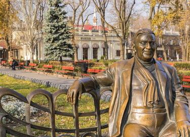 AS43WSU0127 Actor Leonid Utyosov statue, Odessa, Ukraine.