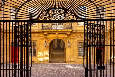 EU09BJN1971 Wrought iron gate at entry to Hotel de Ville, Aix-en-Provence, France