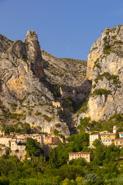 EU09BJN1990 Setting sunlight over Moustier-Sainte-Marie, near Gorges du Verdon, Provence, France