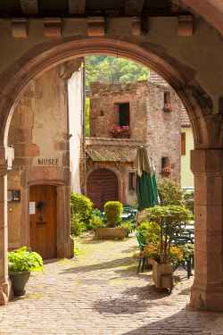 EU09BJN2011 Arched entry to courtyard and Musee Historique, Kaysersberg, Alsace, France