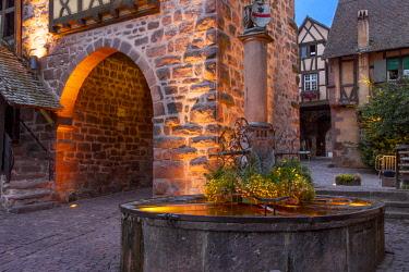 EU09BJN2013 Evening at the medieval entry gate (La Porte Haute), Riquewihr, Alsace, Haut-Rhin, France