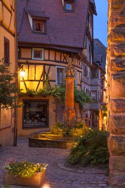 EU09BJN2016 Evening at the medieval entry gate (La Porte Haute), Riquewihr, Alsace, Haut-Rhin, France