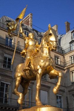 EU09BJN2020 Golden St. Joan of Arc statue, Paris, France