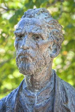 EU09JEN0430 Bronze statue of Vincent Van Gogh, St. Paul de Mausole, St. Remy, Provence, France