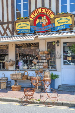 EU09LEN0762 Gourmet food shop, Beuvron en Auge, Normandy, France