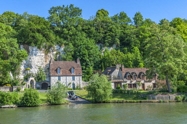 EU09LEN0803 Limestone buildings, along Seine River, Normandy, France
