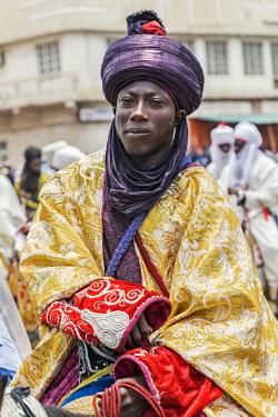 NGR1163 Nigeria, Kano State, Kano. An elegant Hausa man in flowing robes and indigo turban rides his horse during a Durbar celebration.