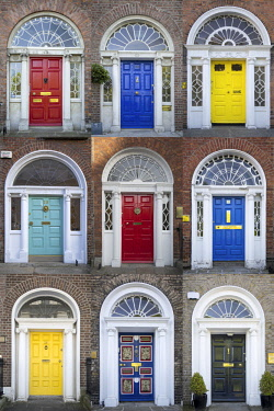 EU15BJN0281 Colorful front doors to homes in Merrion Square, Dublin, Eire, Ireland