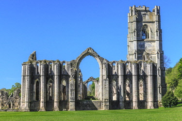 EU33EWI0087 England, North Yorkshire, Ripon. Fountains Abbey, Studley Royal, Cistercian Monastery. Ruins of Tower and Chapel of Altars.