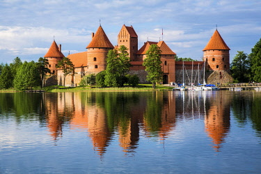 EU46MGL0003 Lithuania, Vilnius. Trakai Castle reflected Galve lake in Lithuania.