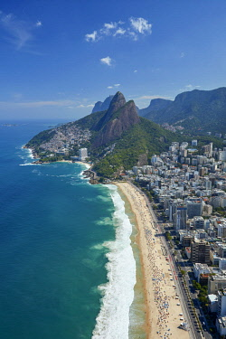 SA04DWA0089 Ipanema Beach, Morro Dois Irmaos, and Vidigal Favela (top), Rio de Janeiro, Brazil