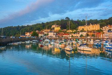 UK698RF UK, Channel Islands, Jersey, St Aubin, St Aubin Harbour
