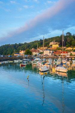 UK699RF UK, Channel Islands, Jersey, St Aubin, St Aubin Harbour