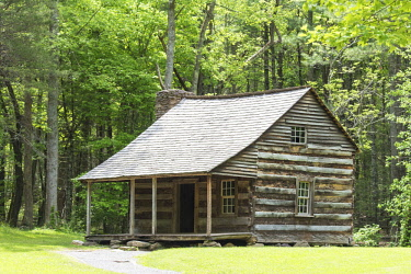 US43TDR0145 USA, Tennessee, Great Smoky Mountain National Park. Cades Cove. Carter Shields cabin