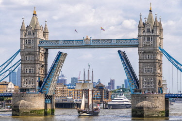 ENG15855AW Tall Ship Oosterschelde passing through the Tower Bridge, London, England