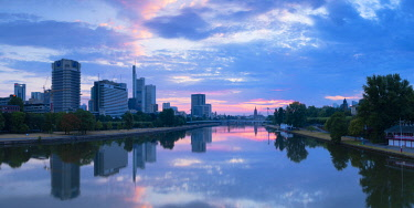 GER11332AWRF Skyline and River Main at dawn, Frankfurt, Hesse, Germany