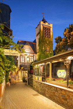 GER11090AW Drosselgasse Street at dusk, Rudesheim, Rhineland-Palatinate, Germany