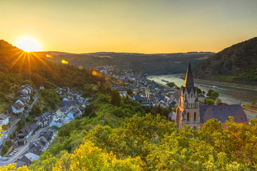 GER11120AW Liebfrauenkirche and River Rhine at sunset, Oberwesel, Rhineland-Palatinate, Germany