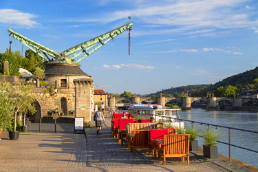 GER11225AW Alter Kranen (Old Cranes) and outdoor restaurant beside River Main, Wurzburg, Bavaria, Germany