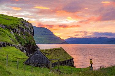 DEN0386AW Sunset on the island of Streymoy, Faroe Islands, Europe