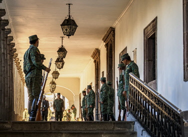 ECU1389AW Soldiers at Carondelet Palace, Old Town, Quito, Pichincha Province, Ecuador