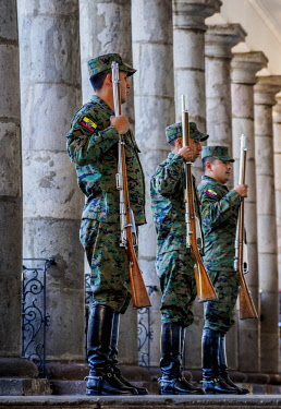 ECU1390AW Soldiers at Carondelet Palace, Old Town, Quito, Pichincha Province, Ecuador
