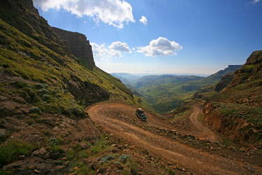 LES1177 Lesotho, Sani Pass. The border with South Africa in the Drakensberg Mountain range. A 4x4 slowly makes it way down the steep incline.