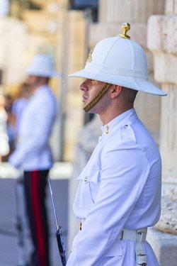 MT01119 Malta, Malta, Valletta, Guards in front of Buckingham Palace
