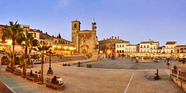 SPA8490AW The Plaza Mayor in the evening with San Martin church. Trujillo, Spain