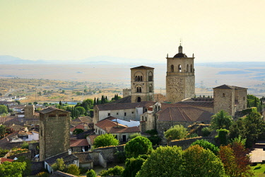 SPA8535AWRF The Church of Santa Maria la Mayor with its two towers, dating back to the 15th century. Trujillo, Spain