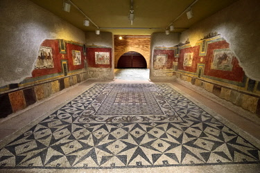SPA8518AW Room of a roman house with a mosaic on the floor and paintings on the walls. 4th century A.D.. Museo Nacional de Arte Romano (National Museum of Roman Art). Merida, Spain