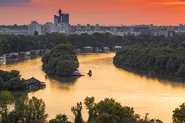 SB01048 Serbia, Belgrade, View across the confluence of the Sava and Danube rivers, to New Belgrade