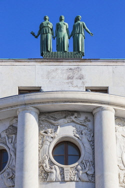 SB01098 Serbia, Belgrade, Stari Grad - the Old Town, Three statues on top of The French Embassy, representing Freedom, Equality, and Brotherhood