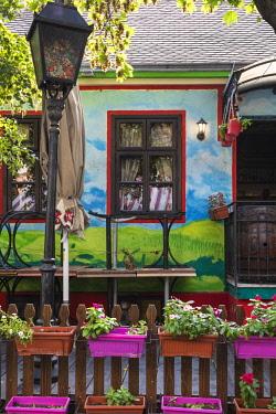 SB01115 Serbia, Belgrade, Skadarlija - Belgade's Bohemian Quarter, Restaurants on cobbledstoned street