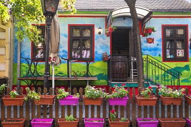 SB01116 Serbia, Belgrade, Skadarlija - Belgade's Bohemian Quarter, Restaurants on cobbledstoned street