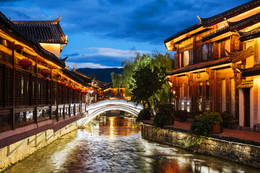 CH11684AW Lijiang at twilight, Yunnan Province, China