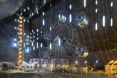 ROM1511AW Romania, Transylvania, Cluj-Napoca.  The 42 metre deep, 50 metre wide and 80 metre long Rudolf Mine at Salina Turda - a historic salt mine disused since the early 20th Century and converted into a fut...