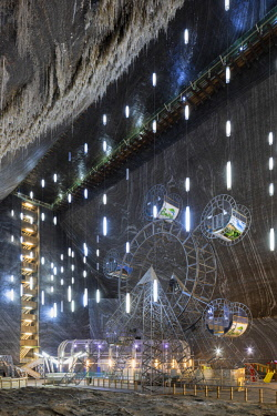 ROM1512AW Romania, Transylvania, Cluj-Napoca.  The 42 metre deep, 50 metre wide and 80 metre long Rudolf Mine at Salina Turda - a historic salt mine disused since the early 20th Century and converted into a fut...