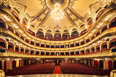 ROM1517AW Romania, Transylvania, Cluj-Napoca. Built between 1904 and 1906 by Austrian architects, Ferdinand Fellner and Hermann Helmer, the Lucian Blaga National Theatre is one of Romania's most prestigious the...
