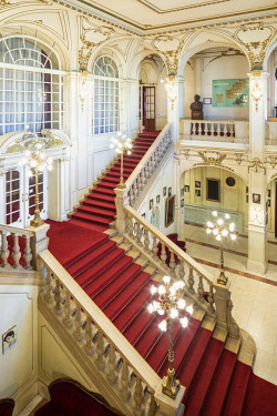ROM1522AW Romania, Transylvania, Cluj-Napoca. Built between 1904 and 1906 by Austrian architects, Ferdinand Fellner and Hermann Helmer, the Lucian Blaga National Theatre is one of Romania's most prestigious the...