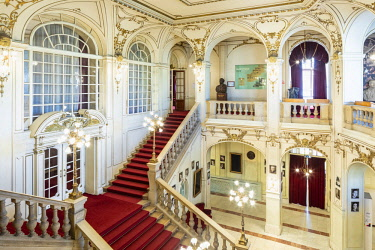 ROM1523AW Romania, Transylvania, Cluj-Napoca. Built between 1904 and 1906 by Austrian architects, Ferdinand Fellner and Hermann Helmer, the Lucian Blaga National Theatre is one of Romania's most prestigious the...