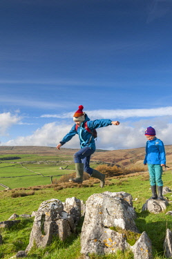 ENG15939 England, Yorkshire Dales, Malham, Family day out