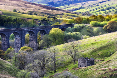 ENG15983 England, Yorkshire Dales, Dentdale, Railway viaduct, Dent Head Viaduct