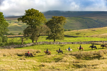ENG16015 England, Yorkshire Dales, Mallerstang, Horse riding