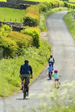 ENG16029 England, Yorkshire Dales, family cycling around Clapham and Austwick (MR)