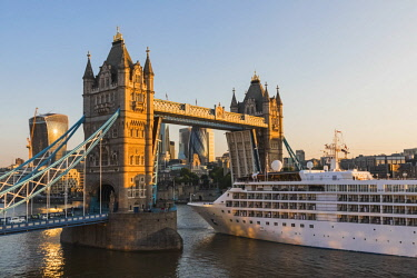 TPX66711 England, London, Luxury Cruise Ship Silver Wind Passing Through Tower Bridge
