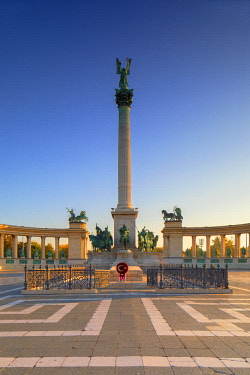 HUN1695AWRF Heroes' Square at sunrise, Budapest, Hungary